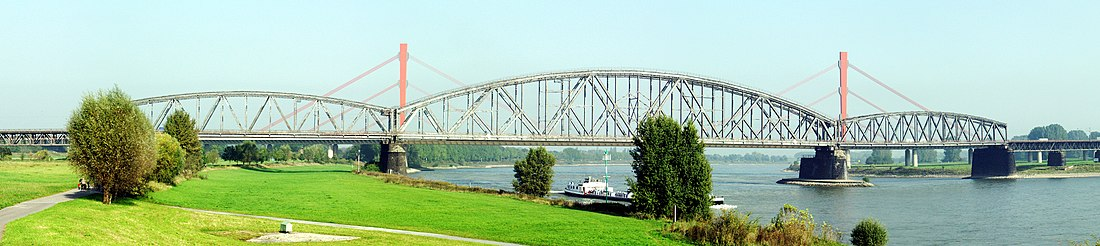 Панорама железнодорожного моста Хауc-Книпп