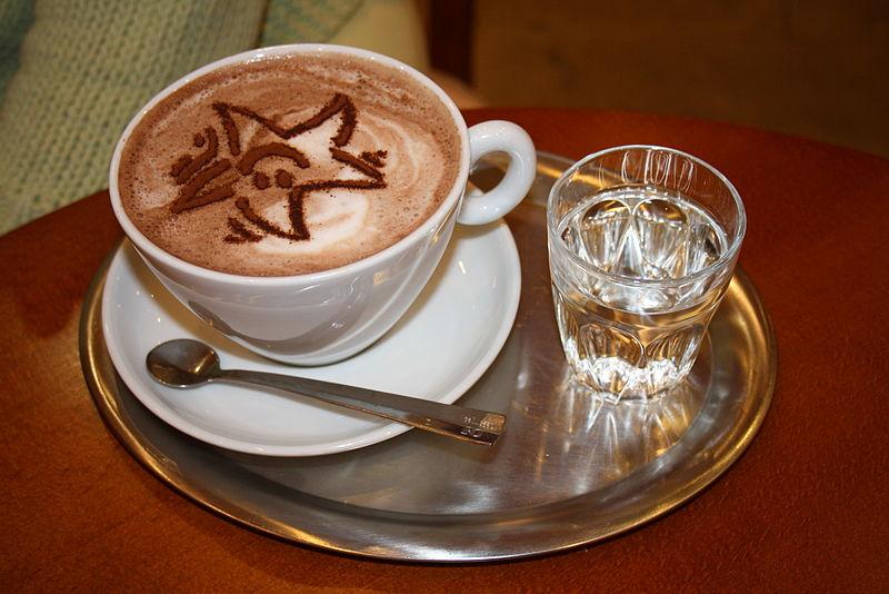 File:Heisse Schokolade mit Stern.JPG
