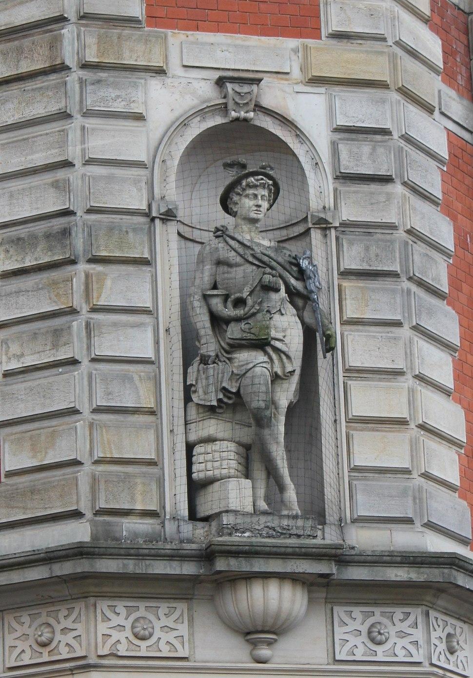 Hermes-Figur an der Alten Post (Flensburg)