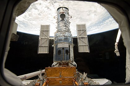 O Hubble no compartimento de carga do Atlantis