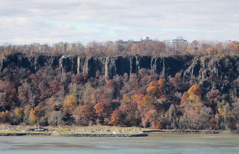 File:Hudson River Palisades seen from 187th Street.jpg