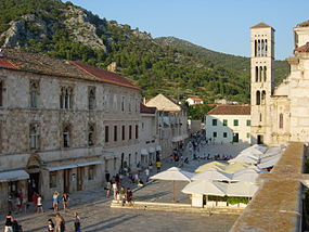 Hvar main square.jpg