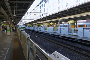 Ikebukuro Station - The Yamanote Line platforms in June 2015