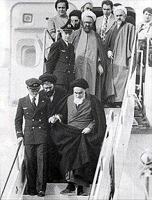 220px-Imam_Khomeini_in_Mehrabad.jpg