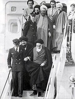 https://upload.wikimedia.org/wikipedia/commons/thumb/0/06/Imam_Khomeini_in_Mehrabad.jpg/240px-Imam_Khomeini_in_Mehrabad.jpg
