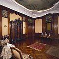 Interieur, bel-etage, achterzijde (Zaal), interieur, Zaal met mahoniehouten betimmering uit het Rococo voorzien van acht wanddecoraties en een stucplafond met schildering - Amsterdam - 20391822 - RCE.jpg
