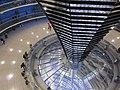 Interior de la cúpula del Reichstag - panoramio.jpg