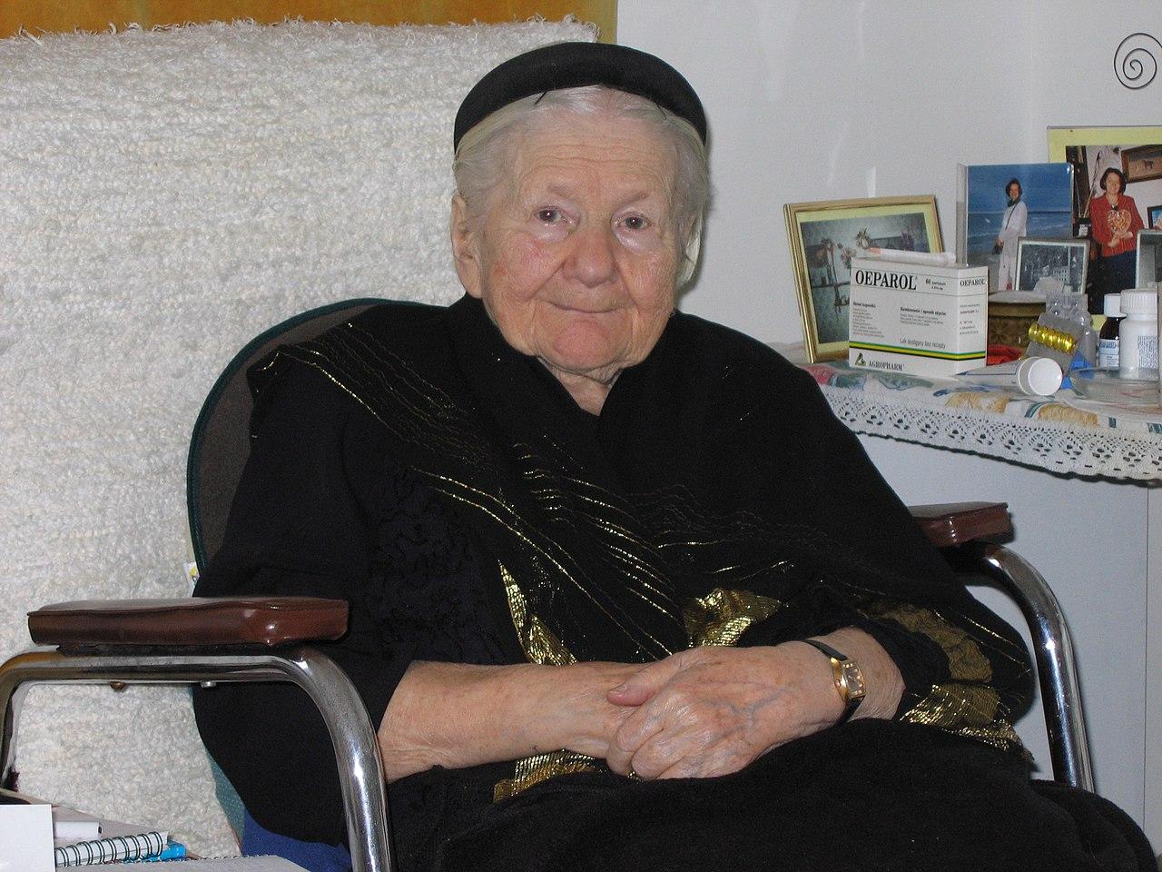 https://upload.wikimedia.org/wikipedia/commons/thumb/0/06/Irena_Sendlerowa_2005-02-13.jpg/1280px-Irena_Sendlerowa_2005-02-13.jpg