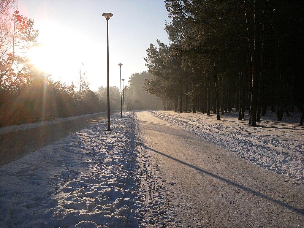 1024px-Jantarowa_o_poranku_-_panoramio.jpg?uselang=pl