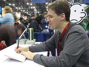 "English: Jeff Kinney signs copies of ""Dia..."