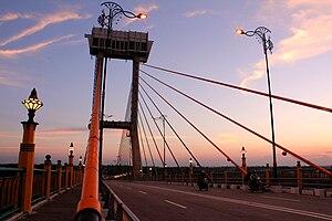 Riau - Image: Jembatan Tengku Agung Sultanah Latifah