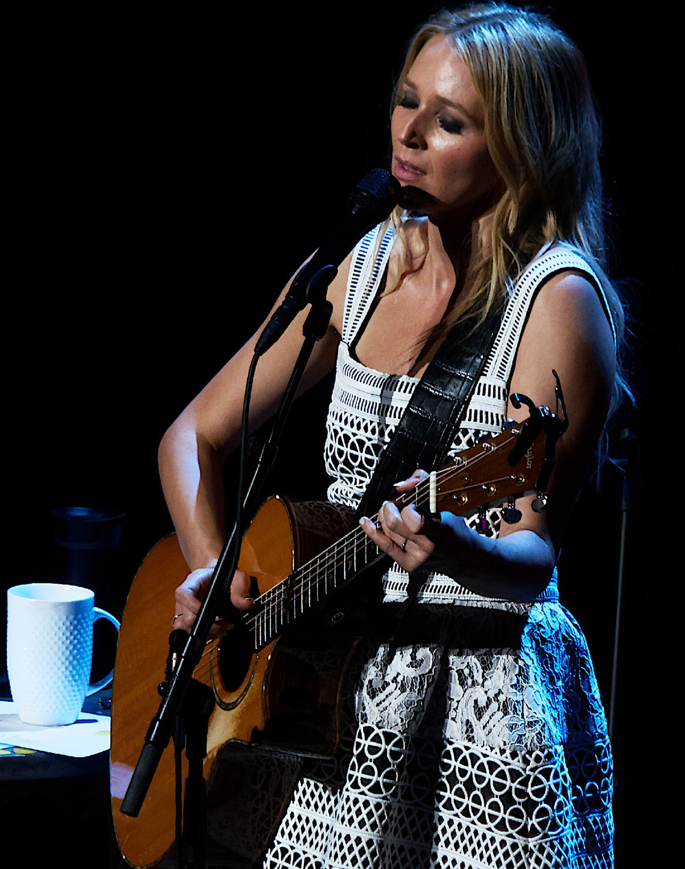 Jewel (singer) - Wikipedia