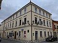 Jičín-Staré Město - čp. 43 na rohu ulic Fortna a Nerudova.jpg