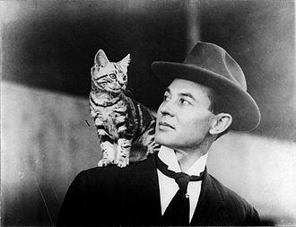 John Moisant - Moisant and his cat, Mademoiselle Fifi, in 1910