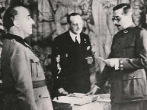 Juan Beigbeder and Francisco Franco.png