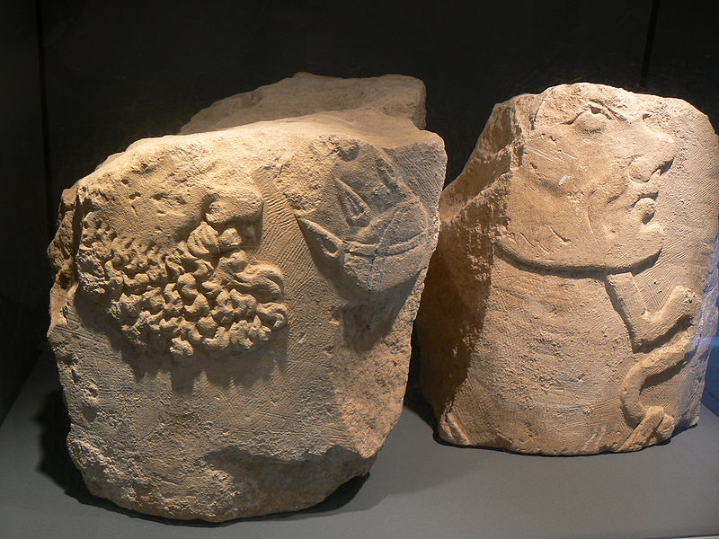 Fichier:Jublains museum pilier masques.JPG