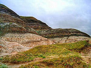 Alvarez hypothesis - Badlands near Drumheller, Alberta where erosion has exposed the K–Pg boundary.