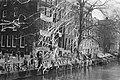 Kantoor van Sociale Zaken bezet als actie tegen de Haag politiek die de gemeente, Bestanddeelnr 933-2773.jpg
