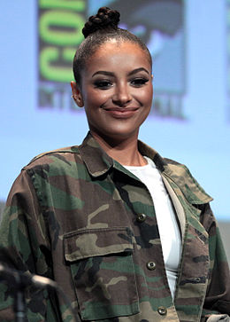 Kat Graham San Diego Comic-Conissa 2015.