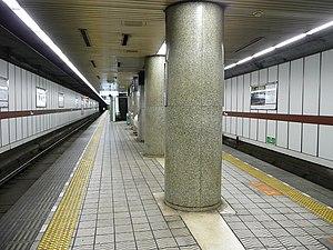 Kitahama Station (Osaka) - Keihan Main Line platform (September 2007)