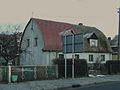Kluczbork, budynek z dachem krążynowym.JPG