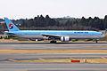 Korean Air B777-300(HL7534) (4197363288).jpg