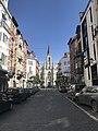 La façade principale l'église Saint Boniface d'Ixelles en perspective depuis la rue Saint Boniface.jpg