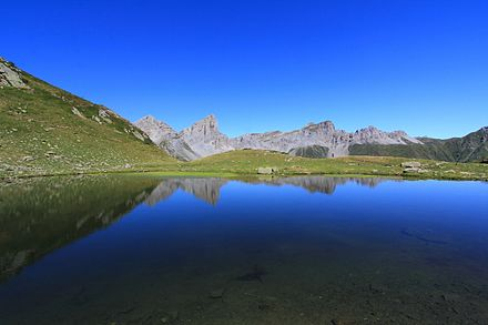 Aiguilles d'Ansabere and Mesa de los Tres Reyes reflected in the lake of Ansabere Lac Ansabere01-Aspe-4643~2015 07 28.JPG