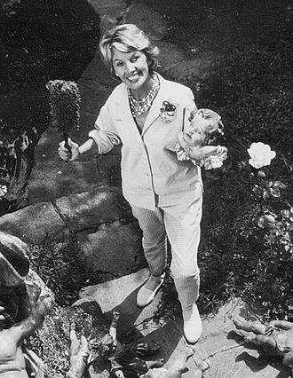 Lale Andersen - Lale Andersen in her garden, ca. 1952