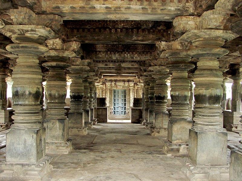 File:Large open mantapa at the Nagareshvara temple in Bankapura.JPG
