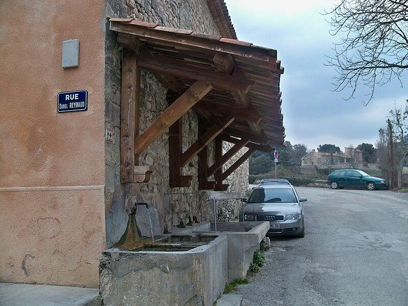 File:Lavoir à Reillanne.JPG