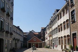 Charles Vandenhove - Cour Saint-Antoine (1978-85) in Liege
