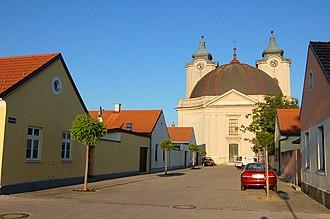 Lichtenwörth - Image: Lichtenw Nadelburg Theresienkirche