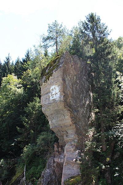 File:Lieser - Felsen bei Seebach2.JPG
