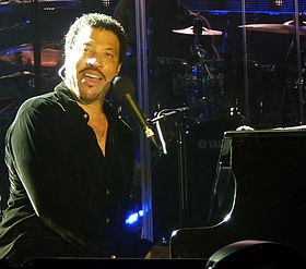 Lionel Richie Rochford Yarra Valley 2 Apr 2011.jpg