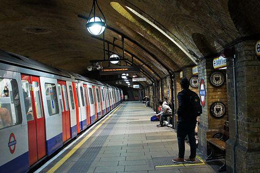 London 01 2013 Baker Street station 5360zoom