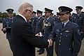 Luchtmachtmilitair-krijgt-gevechtsinsigne-uit-handen-van-prof-pieter-van-vollenhoven.jpg