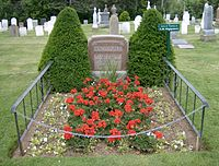 Lucy-Maud-Montgomery-Grave-Tombstone-Ann-of-Green-Gables.jpg
