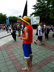 Luffy Cosplayer with Flag in CWT28 20110813.jpg