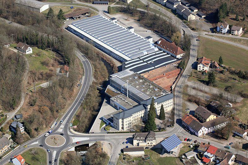 File:Luftaufnahme Werk Brennet.jpg
