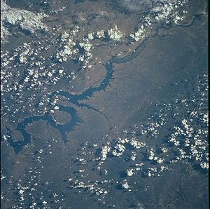 Luiz Gonzaga Dam - NASA image of Luiz Gonzaga (Itaparica) Reservoir in 2001, dam at bottom left