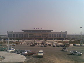 Luoyanglongmen railway station.jpg