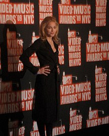 Potographie montrant Madonna en 2009 sur le tapis rouge des MTV Video Music Awards.