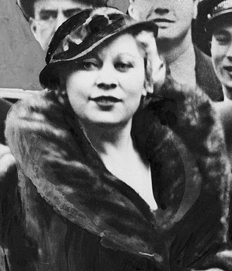 "Mae West - ""Diamond Lil"" returning to New York from Hollywood, 1933"