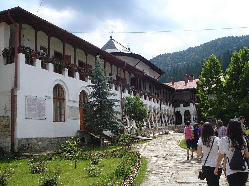 File:Manastirea Agapia - interior.jpg
