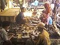 Memilih Gaman, Pasar Sumpiuh.jpg