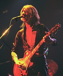 Mick Ralphs plays guitar in 1976