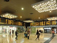 La stazione di Porta Garibaldi, dove si incrociano il maggior numero di linee suburbane, 9 su 12.
