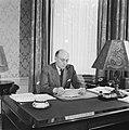 Minister-president Schermerhorn aan zijn bureau, Bestanddeelnr 900-8197.jpg