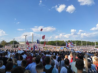 Protesters are waving the flags of the European Union and red-and-white flags (the official Belarusian flag from 1991-1995) during a rally against Lukashenko. Minsk Protest 2020-08-16 160959.jpg